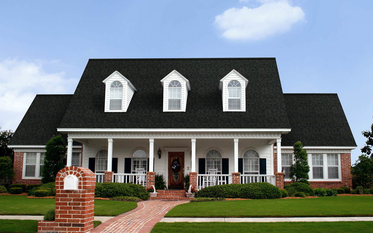 Trudefinition trudefinition oakridge roofing shingles for Black roof house